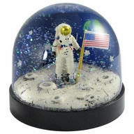 Waterglobe. Black Base. Astronaut.